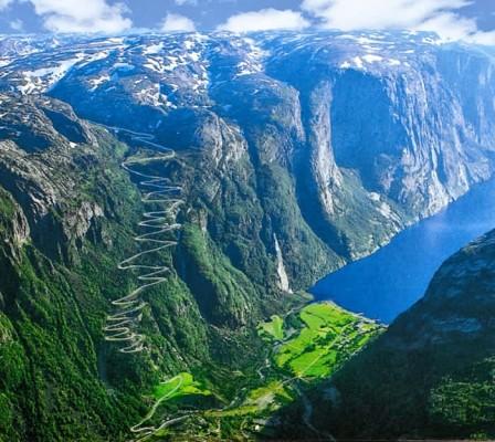 Дорога в горы - Lysefjorden, Норвегия.