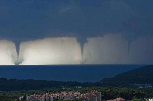 Тройное торнадо